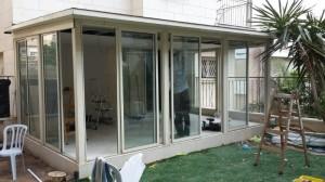 סגירת תריסים חשמליים למרפסת קיימת בחיפה