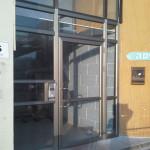 דלת כניסה ללובי מעלית חיפה
