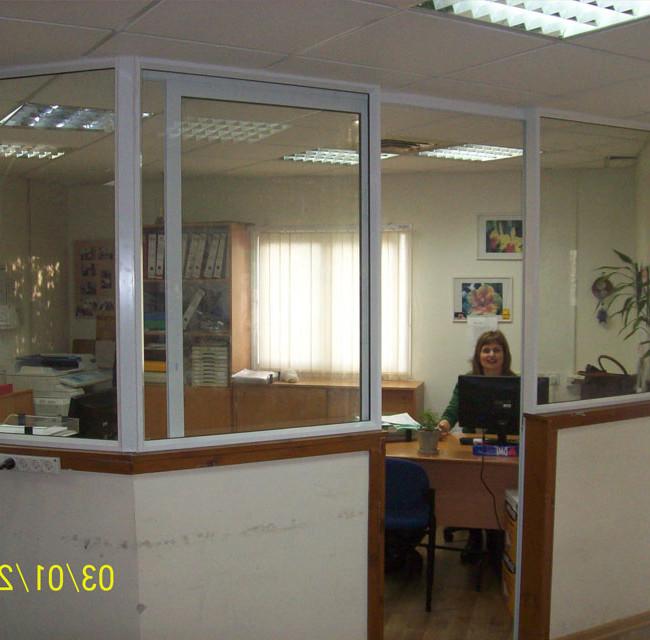 סגירת מתחם בתוך משרד בויטרינת קליל סדרה