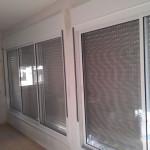 Окно с 4 створками и трисы(жалюзи)