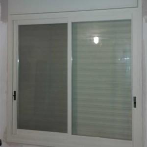 חלונות מונובלוק כולל תריסי אור