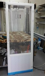 דלת רשת לחתולים