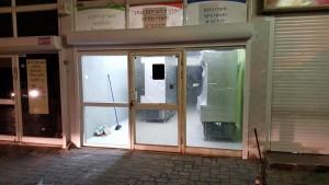 הוספת תריס חשמלי ויצירת דלת נוספת לויטרינה קיימת בכרמיאל